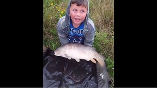 Massive fish too heavy for kid to lift - Video
