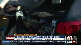 Church gives away food for free
