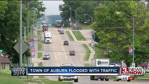 With I-29 closed, the town of Auburn flooded with traffic