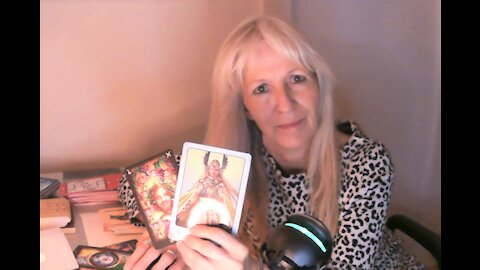 Aquarius April/May 2021 Tarot - Family, Difficulties & Delays May Have Been Fated