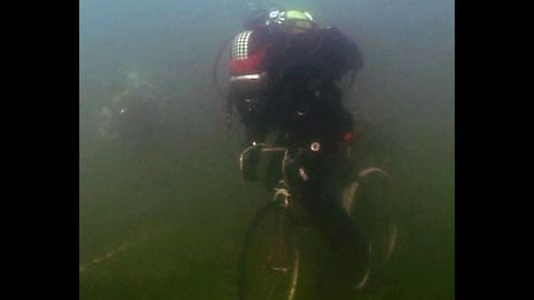 Underwater Cycling Race