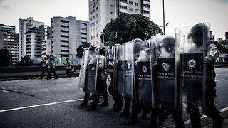 Security Forces Clash With Protesters in Caracas - Video