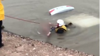 Mesa Firefighter Pulls Woman From Car Submerged in Canal - Video