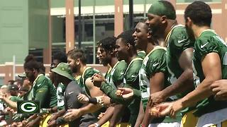 Packers end Mini Camp with 'egg toss' - Video