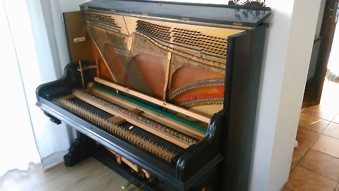 How it looks from the inside, an old piano from 1899