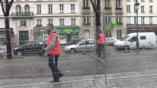 Paris Authorities Erect Barricades at Site of Former Migrant Camp - Video