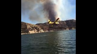 Fire crews employ Super Scooper aircrafts to fight growing Charlie Fire - Video