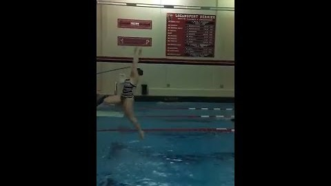 High Schooler's Diving Fail Results in Face Plant