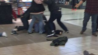 Shoppers Tackle Suspect to Ground After Christmas Eve Mall Stabbing - Video