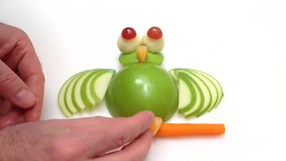 DIY: How to create an owl using an apple - Video
