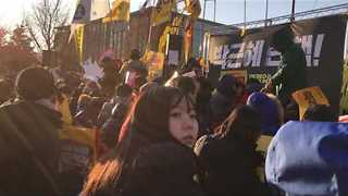 Seoul Crowd Dance and Cheer as Presidential Impeachment Vote Passes - Video