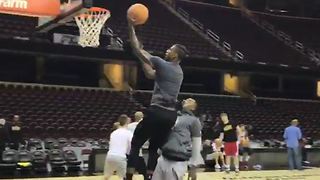 JR Smith & Iman Shumpert BATTLE for Game 3 Starting Spot with 1-on-1 Match During Practice - Video