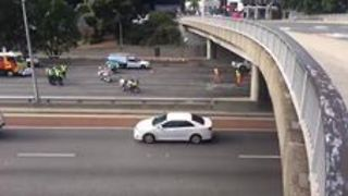 Cleanup Underway After Truck Smashes Into Perth Overpass - Video