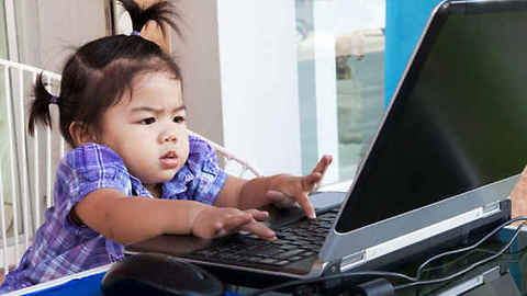 6 Month Old Baby Magiclly Logs Onto A Computer As A Guest