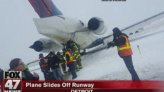Plane slides off runway at Detroit Metro Airport during snowstorm - Video