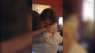 Soldier Returns Home To Surprise His Sister - Video
