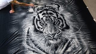 Incredibly realistic tiger portrait made with only 1 ingredient