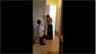 Open house turns into surprise marriage proposal - Video
