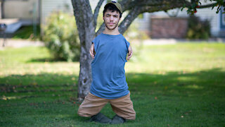 Man With No Arms Or Knees Becomes Internet Sensation | SHAKE MY BEAUTY
