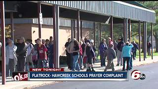 School criticized for allowing prayer at events, students pray in response - Video