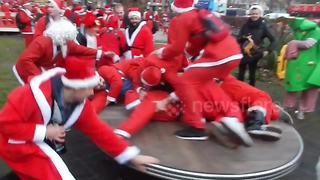 Hundreds of drunk Santas run amok in London - Video