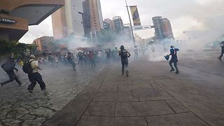 Clouds of Tear Gas Fill Caracas Streets as Protesters Run for Cover - Video
