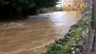 Floodwater Threatens Homes After Flowing Through Hole in Riverside Wall - Video