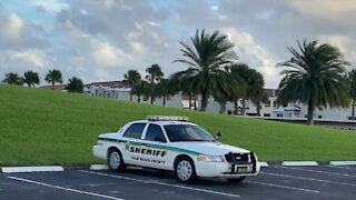 2 security guards stabbed at country club in Boca Raton