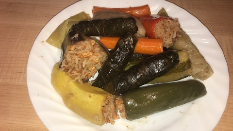 Authentic Turkish dolma recipe: Stuffed grape leaves