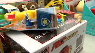 Nearly 1,000 gifts given away during Kwanza to Milwaukee kids
