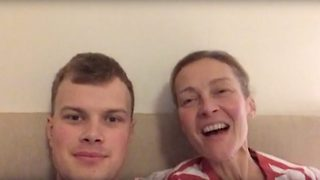 Mum with terminal cancer flooded with happy birthday messages from online strangers - Video