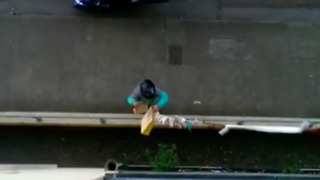 Lazy Man on Roof Finds Brilliant Way to Get His Takeout Delivery Upstairs - Video