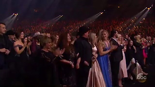 [640x360] Country Living on Twitter The crowd gave @Pink a standing ovation. #cmaawards httpst.com56x5nd8K5 - Video