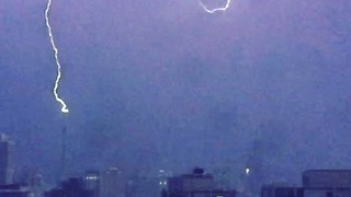Lightning Strikes Chicago's Trump Tower as Illinois Votes - Video
