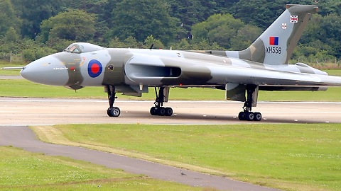 Avro Vulcan lands and taxis to close up