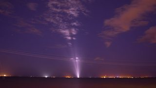 Incredible footage shows Spacex Zuma light up night sky following its take off and landing - Video