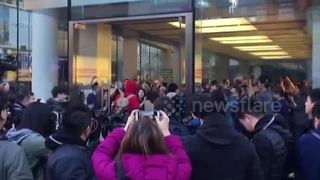 Apple employees cheer to welcome customers waiting for iPhone X in Beijing - Video