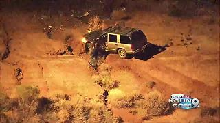 Arizona police chase ends with couple kissing - Video