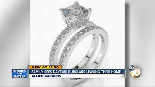 Family sees daytime burglars leaving their home - Video