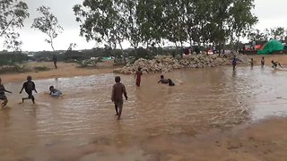 Severe Flooding Hits Mogadishu's Basra Settlement - Video