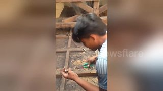 Indonesian family repair damaged home after deadly earthquake - Video