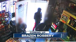 Suspects casually walk into store before robbery