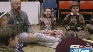 Christmas carol teaches kid cast backstage - Video