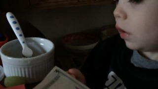 Toddler thinks Abraham Lincoln on $5 bill is his uncle