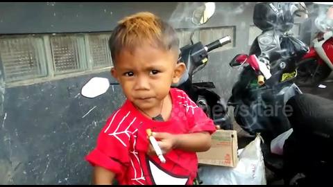 Indonesian toddler smokes 40 cigarettes a day
