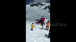 Helicopters rescue Chinese motorists stranded by snow