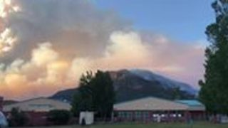 416 Fire Churns up Smoke Clouds Behind Animas Valley Elementary School - Video