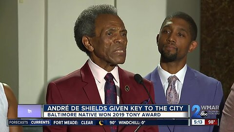Award winning actor and Baltimore native André De Shields given key to the city