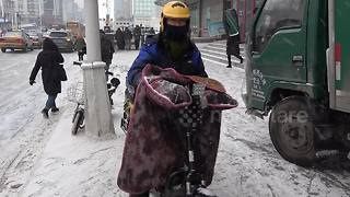 Bike blankets - the must-have accessory for the Chinese winter - Video