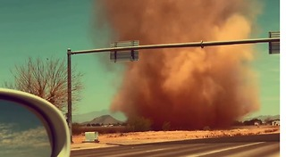 Motorist Chased by Dust Devil in Scottsdale, Arizona - Video